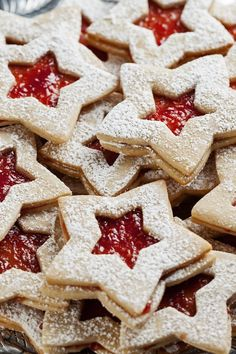 Christmas Star Cookies Dessert Recipe with Strawberry Jam. Christmas Star Cookies Dessert Recipe with Strawberry Jam. Christmas Desserts, Holiday Treats, Christmas Treats, Holiday Recipes, Christmas Star, Christmas Biscuits, Christmas Cookies, Cookie Desserts, Cookie Recipes