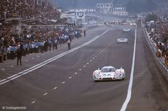 1970 France Le Mans sports cars (prototype) Porsche track many cars pitlane police fans Elford, Vic Ahrens, Kurt Real Racing, Auto Racing, My Dream Car, Dream Cars, Sport Cars, Race Cars, Course Automobile, 24h Le Mans, Vintage Racing