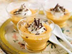 Mousse van mascarpone en advocaat - Libelle Lekker Healthy Dessert Recipes, Delicious Desserts, Yummy Food, Cookie Desserts, Easy Desserts, Dutch Recipes, Cooking Recipes, G 1, Biscuits