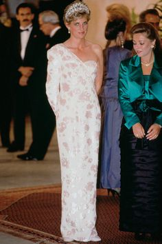 With New Biopic <em>Diana</em> Set to Hit the Big Screen, We Look Back at the Princess's Iconic Style (and Meet the Man Responsible for It)  - ELLE.com