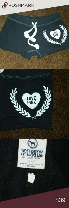 PINK VICTORIA'S SECRET,   SWEATSUIT SHORTS RUFF EDGE USED GOOD CONDITION  SOME CRACKING  IN THE WHITE HEART OTHERWISE, EXCELLENT USED CONDITION  SMALL PINK Victoria's Secret Shorts