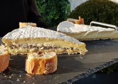 Brie de Meaux et Brie de Meaux truffé Brie, Fromage Aop, Creamy Cheese, French Food, Camembert Cheese, Artisan, Sweet, Europe, France