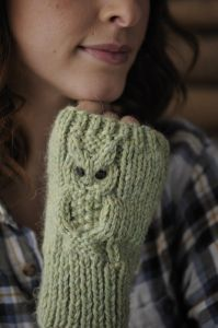 Simple fingerless mitts with cabled owl. Free knitting pattern. Pattern category: Mittens and Gloves. Aran weight yarn. 0-150 yards. Features: Cable. Easy difficulty level.