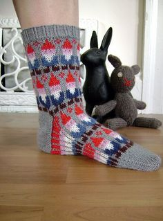 Ravelry: Gnome Socks pattern by SpillyJane must, must have these. i love gnomes Crochet Socks, Knit Or Crochet, Knitting Socks, Hand Knitting, Fair Isle Knitting, Knit Picks, Knitting Projects, Mittens, Knitting Patterns