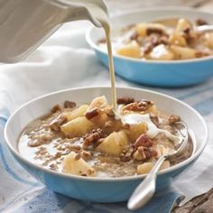 Steel-Cut Oats with Honeyed Pears and Glazed Pecans - Breakfast - Pecan Recipes What's For Breakfast, How To Make Breakfast, Breakfast Dishes, Breakfast Recipes, 400 Calorie Breakfast, Christmas Breakfast, Perfect Breakfast, Brunch Recipes, Pecan Recipes