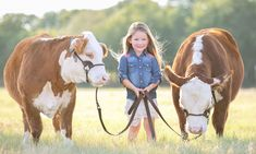 This Shoot Is Proof You Should Raise Your Kids While You Raise Cattle Country Baby Pictures, Toddler Pictures, Farm Pictures, Animal Pictures, Country Kids Photography, Farm Photography, Animal Photography, Animals And Pets, Cute Animals