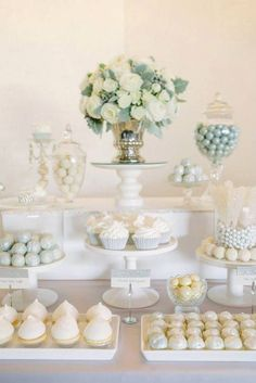 Dulces para bodas, postres boda, dulces para fiestas, mesas para fiestas, p White Dessert Tables, White Desserts, Elegant Dessert Table, Decoration Buffet, Dessert Table Decor, Baptism Dessert Table, Wedding Cake Table Decorations, Wedding Decoration, Wedding Centerpieces