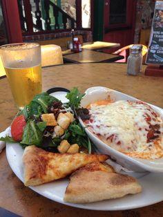 Salada, lasanha, pizza e chopp: $10,00 (R$20) num ótimo restaurante em Newport  Beach. Menu executivo nos EUA é barato mesmo!