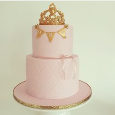 "Ordered this. Pearls on the bottom layer will be gold. Ribbon will be gold. Banner will say "" Azul"". 10"" pink fondant base plate."