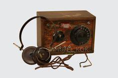 Salolaisen Nordell & Koskisen radioliikkeen ensimmäinen oma tuote oli vuonna 1928 valmistettu kidekone, jota valmistettiin vain lyhyen aikaa kesän ja syksyn 1928 aikana. Liikkeen toisen omistajan Fjalar Nordellin mukaan kidekoneet olivat sormiharjoituksia, joiden aika alkoi olla     1920-l:n lopulla ohi. Kidekoneen etumaskissa oli lasiputkella suojattu kide, jota piti säätää, että sai radiolähetykset kuulumaan. Kidekonetta kuunneltiin kuulokkeiden avulla