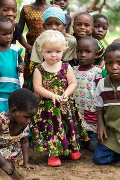 How adorable are these children Precious Children, Beautiful Children, Beautiful Babies, Beautiful World, Beautiful People, Kids Around The World, We Are The World, People Of The World, Little People