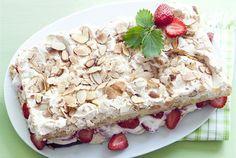 Mansikka-Brita ✦ Tuoreilla mansikoilla täytetty Brita-kakku on keskikesän upein leivonnainen. http://www.valio.fi/reseptit/mansikka-brita/