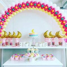 Love this colorful over the moon baby shower party table. Designed by Sue Bowler, CBA of Balloons by Sue Bowler #babyshower #overthemoon #partytable #balloonarch #qualatex
