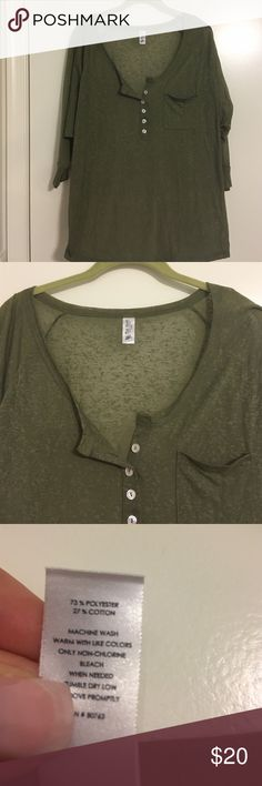 VS burn out raglan sleeve top💥SALE💥 Victoria's Secret army green burn out raglan 3/4 sleeve top with 1/2 button up neckline- relaxed fit & super cute over tank tops with jeans! Victoria's Secret Tops Tees - Long Sleeve