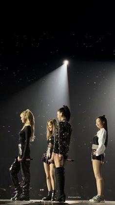 Blackpink in your area 😍 Yg Entertainment, Kim Jennie, South Korean Girls, Korean Girl Groups, K Pop, Mode Kpop, Blackpink Memes, Kim Jisoo, Blackpink Video