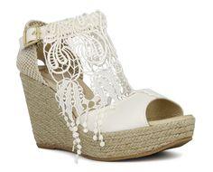 Carmenchu Shoes colección novias 2015. Bridal wedges #weddingshoes