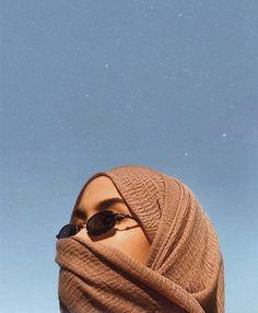 New womens strong pose 17 Ideas Casual Hijab Outfit, Hijab Chic, Hijabi Girl, Girl Hijab, Modern Hijab Fashion, Muslim Fashion, Niqab, Photos Islamiques, Foto Mirror