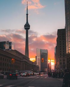 Golden hour in Toronto 📸 Toronto City, Downtown Toronto, Toronto Travel, Wonderful Places, Beautiful Places, Toronto Photography, Dream City, Canada Travel, Canada Trip