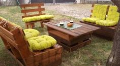 Pallet garden furniture ideas are very easy to execute. Using shipping pallet you can make your simple garden into a beautiful sitting place. Shipping pallet can be utilize in making a center table and put a pretty mat on it. Use comfortable seats that go with the patio furniture.