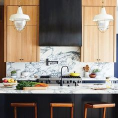 White kitchens will always be totally classic and popular, but this incredible dark paint + natural rift-cut oak design by @bartainteriors has a modern yet timeless quality to it that has me swooning.