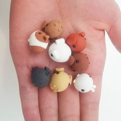 It's a handful of piggies! I'll be in London this weekend! Have a great weekend everyone! . . . #polymer #polymerclay #polymerclaycharms #fimo #fimoclay #sculpting #handmade #crafting #guineapigs #piggies