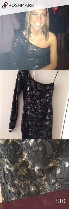 Cute blk/gold one sleeve dress Only wore one time cute dress in good condition Forever 21 Dresses Mini