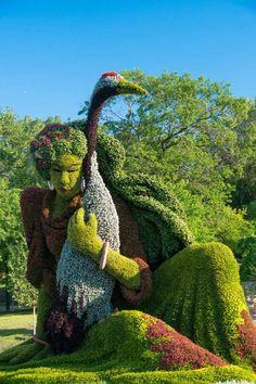 Frau Skulptur-Pflanzen-Blumen Guy Boily