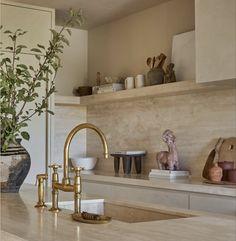 Home Interior Design, Interior Decorating, Decorating Ideas, Kitchen Staging, Kitchen Interior, Italian Home, Home Board, Mediterranean Homes, Interior Inspiration