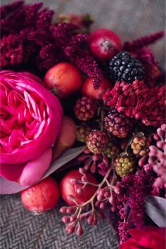 bold red and berry tablescape inspiration shoot Pantone Color of the Year Marsala. Here are the best inspirations for Marsala # Marsala, Berry Wedding, Red Wedding, Burgundy Wedding, Sangria Wedding, Wedding Table, Wedding Flowers, Winter Wedding Colors, Autumn Wedding