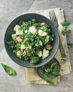 Für den leichten Snack zwischendurch ohne viel Aufwand: Grünkohl geht mit dem aus dem Libanon stammenden Taboulé eine schmackhafte Liaison ein.