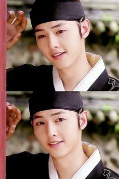 Korean Celebrities, Korean Actors, Song Joong Ki Cute, Deep Rooted Tree, Soon Joong Ki, Sungkyunkwan Scandal, Songsong Couple, Funny Picture Jokes, Innocent Man