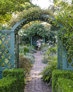 In the garden-friendly climate of the Pacific Northwest, landscape designers Elizabeth Lord and Edith Schryver launched their firm in 1929, going on to create more than 250 designs in the region. Historic Deepwood Estate in Salem, Oregon, is one of their earliest collaborations, and it includes this English teahouse garden.