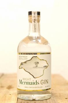 Isle of Wight Mermaids Gin, one of the first spirits distilled at the island's first and only distillery. This is a cracking gin and one of my favourites! Gin Recipes, Cocktail Recipes, Gin Joint, Gins Of The World, Best Gin, Gin Brands, Craft Gin, Gin Bar, Crystals