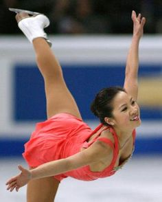 World champion U. national figure skater Michelle Kwan is engaged! The two-time Olympic medallist is engaged to marry Clay Pell, director for strategic planning on the National Security staff at the White House. Skating Pictures, Skate 3, Ice Skaters, Ice Dance, Ice Princess, Skating Dresses, Winter Olympics, Olympians, Figure Skating