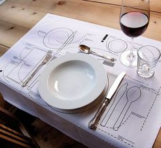 Tanto si eres anfitrión o invitado en una comida o cena, debes tener en cuenta todas estas pautas de protocolo en la mesa.