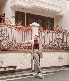 Rumah Modern Hijab Fashion, Street Hijab Fashion, Hijab Fashion Inspiration, Muslim Fashion, Casual Hijab Outfit, Ootd Hijab, Casual Outfits, Fashion Outfits, Modest Wear