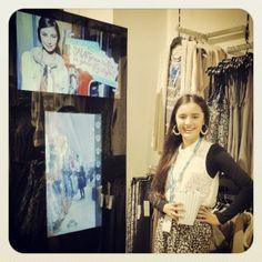 Un miroir connecté à Facebook dans un magasin de l'enseigne Valley Girl