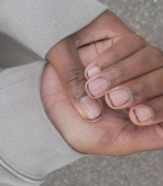 From '70s swirls to minimalist metallics, click through to see the 9 manicure trends set to be everywhere this autumn. Color French Manicure, Classic French Manicure, French Nails, Essie Nail Colors, Nail Polish Colors, Gold Manicure, Manicure Ideas, Nail Ideas, Pastel Blue Nails
