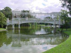 el nombre proviene de tres de febrero. Este lugar es conocido como el Parque Tres de Febrero