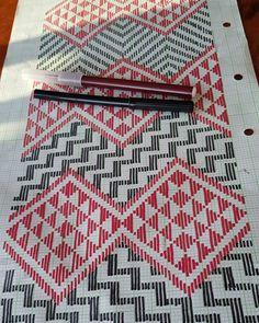 Twitter Tablet Weaving Patterns, Bead Loom Patterns, Stitch Patterns, Flax Weaving, Weaving Art, Celtic Cross Stitch, Maori Patterns, Polynesian Art, Maori Designs