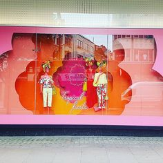 WEBSTA @ visualandcreative - Hibiscus window at Oxford Street #tropicalfiesta #oxfordstreet #summer2017 #hibiscus