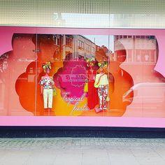 WEBSTA @ visualandcreative - Hibiscus window at Oxford Street #tropicalfiesta #oxfordstreet #summer2017 #hibiscus