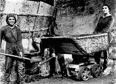 'Three women brick workers pose for the camera with their shovels and their wheeled skip for conveying clay from the mills for silica brickmaking, somewhere in South Wales. Working People, Working Woman, World War One, First World, Black White Photos, Black And White, Pose For The Camera, Women In History, Britain