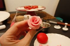 How to make Fondant Roses.step by step! - How to make Fondant Roses.step by s. - How to make Fondant Roses.step by step! – How to make Fondant Roses.step by step! Fondant Flower Cake, Fondant Rose, Cake Icing, Fondant Cakes, Cupcake Cakes, Car Cakes, Fondant Baby, Fondant Figures, Cake Decorating Techniques