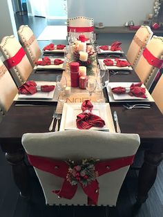 Christmas Dinning room table. Christmas center piece