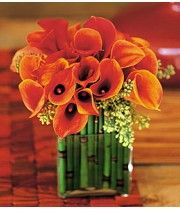 Like a bronze statue, these lovely Calla Lilies make a strong statement about great taste. Perfect for home or office. Miniature bronze Calla Lilies, with Equisetum stalks styled in a square glass vase. Bamboo Centerpieces, Calla Lily Centerpieces, Tropical Centerpieces, Centerpiece Flowers, Centrepieces, Centerpiece Ideas, Wedding Centerpieces, Table Decorations, Deco Floral