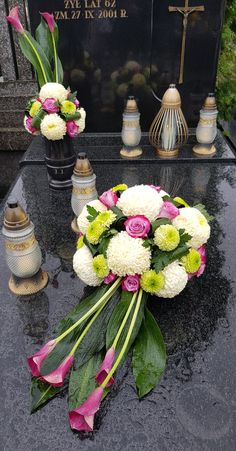 Grave Flowers, Funeral Flowers, Funeral Flower Arrangements, Floral Arrangements, Rope Crafts, Diy And Crafts, Funeral Sprays, Centerpieces, Table Decorations