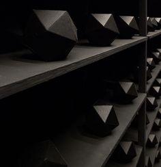 levi-van-veluw-the-relativity-of-matter-installation-designboom-08