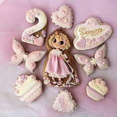 Набор топперов на торт для кудряшки Даниель. #cookiedesign#icingdecorationcake#icingdecoration#icing#cookieartist#cookieart#icingart#авторскиепряники#пряникикиев#подарокдетям#топпер#топпердляторта#деньрождения#принцесса