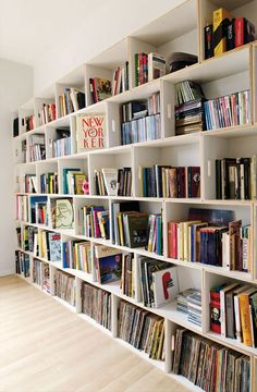 Wall of shelves made from book boxes.would look awesome in our house with old, antiques wooden crates Modular Shelving, Modular Bookshelves, Bookcase Wall, Bookshelf Ideas, Modular Storage, Modern Shelving, Wall Shelves, Homemade Bookshelves, Brick Shelves